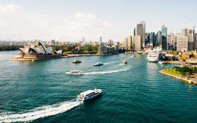 lanchas llegando a la ciudad desde arriba., empleo en australia