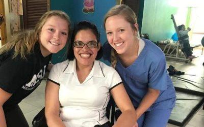 tres mujeres sonriendo, pasantía en fisioterapia