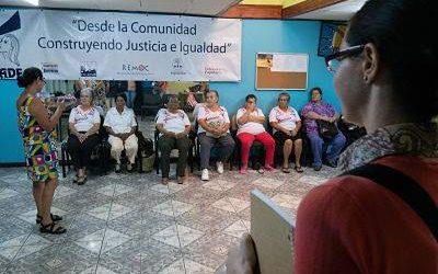 mujeres en charla. voluntariado derechos de la mujer