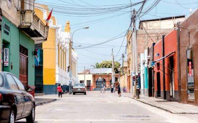 calles de peru con casas coloridas. curso online en historia y cultura peruana