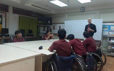 profesor al mando de la clase