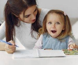 Profesora con alumno, Enseñanza online. ELE.